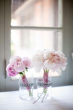 gyclli: hellrosa Pfingstrosen in einer GlasvaseFotografie: Lori Paladino . My Flower, Pink Flowers, Beautiful Flowers, Beautiful Bouquets, Colorful Roses, Simply Beautiful, Wedding Bouquets, Wedding Flowers, Bridesmaid Bouquets