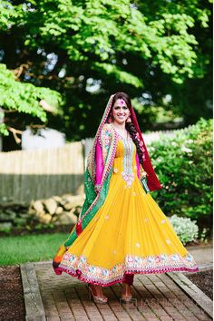 45 Latest Mehndi outfit ideas for Brides Pakistani Mehndi Dress, Bridal Mehndi Dresses, Pakistani Wedding Dresses, Pakistani Bridal, Pakistani Outfits, Bridal Outfits, Indian Outfits, Pakistani Clothing, Mehndi Outfit