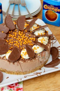 Deliciously creamy No-Bake Terry's Chocolate Orange Cheesecake perfect for Dessert and an Afternoon Treat! If you hadn't already… Orange Cheesecake Recipes, Chocolate Orange Cheesecake, Chocolate Orange Cookies, Toffee Cheesecake, Chocolate Crunch, Cheesecake Bites, Raspberry Cheesecake, Chocolate Desserts, Melting Chocolate