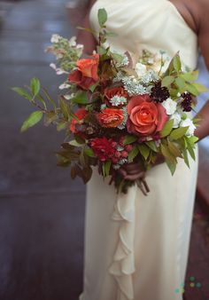Love the warm apricot rose and loose arrangement here. If you wanted a bigger bouquet this would be great. saipua + chellise  michaelphotography
