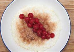 Milchreis - vom Baby bis zum Opa, er schmeckt allen Rice Pudding Recipes, Pudding Desserts, No Bake Desserts, Dessert Recipes, Indian Rice Pudding, Fiber Rich Fruits, How To Make Sushi, Homemade Sushi, Healthy Body Weight