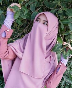 Image may contain: one or more people and closeup Beautiful Muslim Women, Beautiful Hijab, Hijabi Girl, Girl Hijab, Islamic Fashion, Muslim Fashion, Niqab Fashion, Muslim Beauty, Hijab Niqab