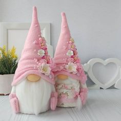 Thinking about trying my hand at the wildly popular and gnomes over the weekend. I'm posting this for . Valentine Crafts, Easter Crafts, Holiday Crafts, Christmas Gnome, Diy Christmas Gifts, Christmas Ornaments, Swedish Christmas, Christmas Sewing, Gnome Ornaments