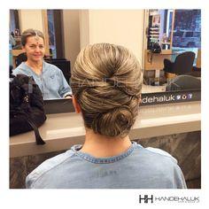 Şık davetlerin olmaz ise olmazı topuz modelleri!  #HandeHaluk #ulus #zorlu #zorluavm  #zorlucenter #hair #hairstyle #hairoftheday #hairfashion #hairlife #hairlove #hairideas #hairsalon #hairstylists #hairinspiration  #inspiration  #HandeHalukAveda #HandeHalukZorlu #HandeHalukUlus #hairtrends
