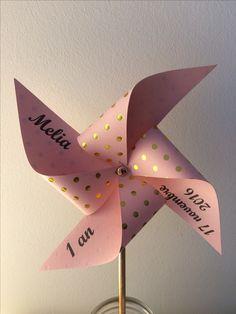 Moulin à vent deco vieux rose et doré pour anniversaire, Bapteme, mariage ... beaucoup de couleurs et motifs disponibles sur mon site Diy Arts And Crafts, Crafts For Kids, Paper Crafts, Deco Rose, Ramadan Crafts, Quinceanera Party, Unicorn Party, Baby Birthday, Pinwheels