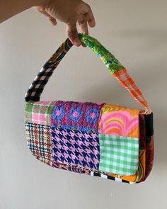 Mode Vintage, Vintage Bags, Moda Indie, Aesthetic Bags, Bag Women, Patchwork Bags, Patchwork Patterns, Patchwork Designs, Crazy Patchwork