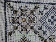 Beaded Embroidery, Cross Stitch, Quilts, Gold, Mandalas, Punto De Cruz, Seed Stitch, Quilt Sets, Cross Stitches