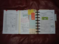 homemade planner by creativeoperation.blogspot.com using the ARC sytem from Staples and the idea first seen on infarrantlycreative (left side flips out to show month at a glance)