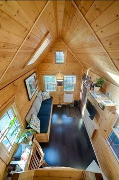 The Tiny Tack House was built by Christopher and Malissa Tack and they've thought of every tiny detail, creating the most comfortable home, no matter they don't have that much room.