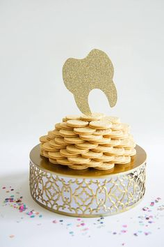 Cute cookie topper! #dentistry Dentist Cake, Glitter Party Decorations, Order Cupcakes, Tooth Cake, Glitter Cake, Glitter Gif, Glitter Pictures, Paper Cake, Cute Cookies