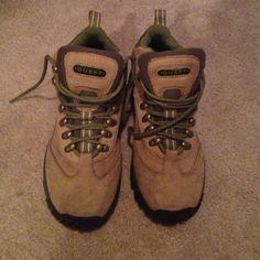 Quest Day Hiker 7.5 Excellent Quest Shoes Winter & Rain Boots