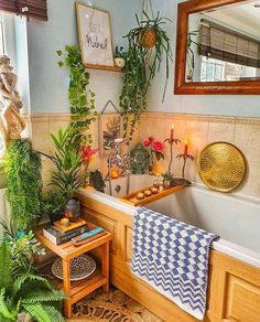 This is our last jungle bathroom pic for a while 😻🌿💚 (Maybe. Decorating Your Home, Diy Home Decor, Interior Decorating, Interior Design, Jungle Bathroom, Bohemian Bathroom, Provence Style, Small Tables, Bathroom Interior