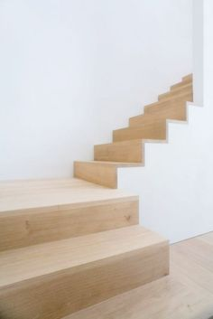 Seeing an oak tree in nature is always an impressive experience, and its vitality is outstanding. We take pride in producing oak planks that preserve and respect the personality of the tree. Available in Oak as well as Stairs and Interior lists. Oak Stairs, House Stairs, Interior Stairs, Interior Architecture, Interior Design, Stair Detail, Steps Design, Modern Stairs, Amber Interiors