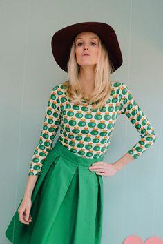 Superschönes, selbstentworfenes & farbenfrohes Shirt von Bonnie & Buttermilk! Das Shirt sitzt eng anliegend und lässt sich prima zu Röcken und Hosen kombinieren. Es ist aus weichem Baumwolljersey...