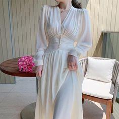 Elegant Midi Dresses, Satin Dresses, Pretty Dresses, Casual Dresses, Fashion Dresses, Elegant Outfit, Chiffon Dress, Gowns, Elegantes Outfit Frau