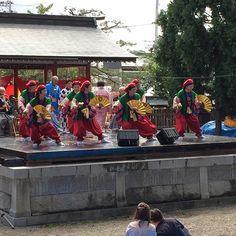 #谷地大黒舞 保存会様が、神前奉納に先立ち正式参拝にお越しくださいました。会員様による #大黒舞 、民謡の奉納が石舞台にて行われています🐦