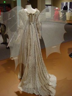 Gown from Ever After, Fashion in Film Exhibit, costume designer Jenny Beavan Movie Costumes, Cool Costumes, Beautiful Gowns, Beautiful Outfits, Pretty Outfits, Cool Outfits, Renaissance Costume, Medieval Dress, Fantasy Dress