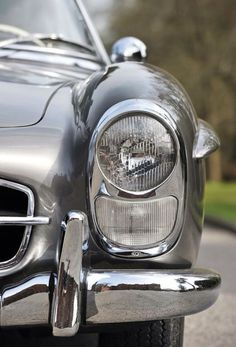 Beautiful chrome detail on this vintage Mercedes Benz. A collector's classic car. Retro Cars, Vintage Cars, Mercedez Benz, Mercedes Benz 300, Classic Mercedes, Classy Cars, Amazing Cars, Awesome, Sport Cars