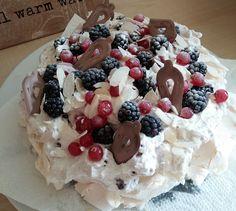 Meringue taart met vers fruit