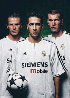 Beckham,Raul et Zidane Real Madrid Club, Real Madrid Football Club, Real Madrid Players, Best Football Team, World Football, Bmx, Madrid Tours, David Beckham Photos, Madrid Wallpaper