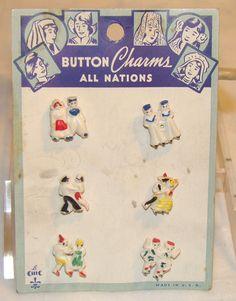 ButtonArtMuseum.com - Vintage Plastic All Nations Novelty Buttons on Original Card 1930S