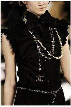Chanel bei Luxury & Vintage Madrid, die beste Online-Auswahl an Luxus-Kleidung, Pre-geliebt mit bis zu 70% Rabatt