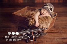Baby pilot aviator hat .. Janine if you have a girl I'm so getting you this and her name will be Amelia. via Etsy.