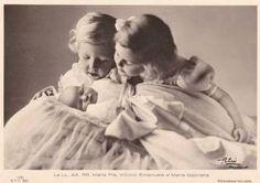 Princesse Maria-Pia (°1934), Victor-Emmanuel (°1937) et Marie Gabrielle de Savoie (°1939)