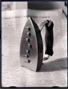 Man Ray, Cadeau, vers 1960, Négatif gélatino-argentique sur support plaque de verre, 12 x 9cm, Paris, Centre Pompidou
