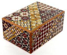 箱根寄木細工:秘密箱 Hakone Yosegi Puzzle Box, Oriental Design, Marquetry, Little Boxes, Paint Furniture, Fabric Art, Traditional Art, Textures Patterns, Wooden Boxes