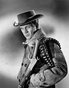 Steve McQueen as bounty hunter Josh Randall in Wanted Dead or Alive (CBS Hollywood Stars, Classic Hollywood, Old Hollywood, Hollywood Actresses, Western Film, Western Movies, Steve Mcqueen Style, Actor Steve Mcqueen, Steve Macqueen