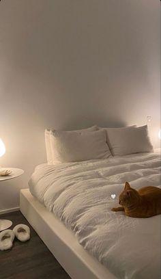 Room Ideas Bedroom, Bedroom Inspo, Bedroom Decor, Ästhetisches Design, Minimalist Room, Aesthetic Room Decor, Dream Rooms, My New Room, House Rooms