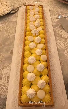 La tarte au citron revisitée par Cyril Lignac: le pep d'une gelée au citron adouci par le chocolat blanc et la meringue disposés en touches élégantes.