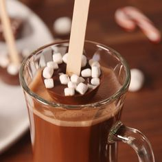 Cocoa Dippers Upgrade your favorite hot drink with these customizable hot chocolate dippers.Upgrade your favorite hot drink with these customizable hot chocolate dippers. Chocolate Spoons, Hot Chocolate Bars, Hot Chocolate Recipes, Hot Cocoa Spoons Recipe, Hot Cocoa Recipe Video, Making Chocolate, Yummy Drinks, Delicious Desserts, Dessert Recipes