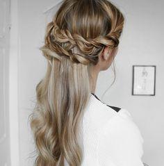 Double crown braid wedding hair inspiration #wedding #hair #hairstyle Image: Instagram/fashioninflux