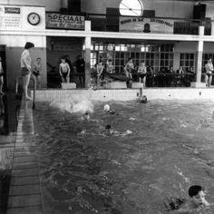 Zwembad in de Kapelstraat, jarenlang elke dinsdagavond zwemmen!