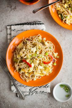 Sinfully Spicy : Green Chili & Garlic Noodles #indochinese #recipe @Tanvi | Sinfully Spicy
