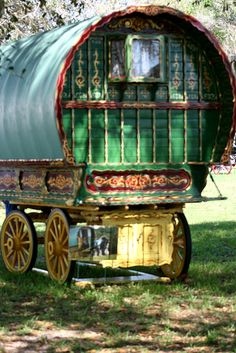 Ironically, a fantasy gypsy wagon - Caravan,Caravan World,Caravan Travel. Gypsy Trailer, Gypsy Caravan, Gypsy Wagon, Gypsy Style, Bohemian Gypsy, Bohemian Style, Gypsy Home, Covered Wagon, Gypsy Culture