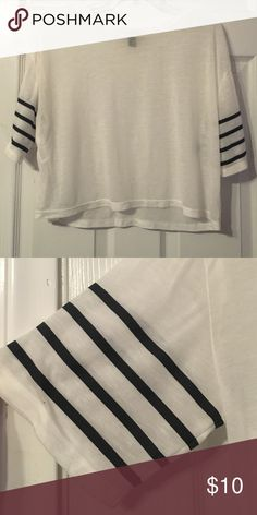 White crop top White light weight cotton top that flows with black detailing on sleeves Forever 21 Tops Crop Tops