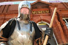 Exhibitions officer Adrian Durkin in late medieval armour getting ready for the museum's free living history day on Sat 9 June www.uk/see-and-do/museums/dudley-museum-art-ga. Museum Art Gallery, Medieval Armor, History, Historia