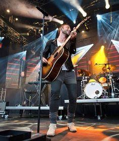 @manszelmerlow #månszelmerlöw #manszelmerlöw #manszelmerlow #karlshamn #östersjöfestivalen #concert #live #amazing #greatpic #smile #smiling #guitar #manwithguitar #manwithstyle #lovley #handsome #heisthebest #theprimaltour #primaltour2016 #primaltour Olof Elfverson