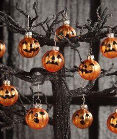 Halloween Trees, Halloween Boo, Halloween Christmas, Diy Halloween Decorations, Vintage Halloween, Halloween Pumpkins, Halloween Crafts, Happy Halloween, Diy Halloween Ornaments