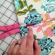 excellent large zipper tutorial for bag making - Photo Tutorial: Blanche - Swoon Sewing Patterns Sewing Hacks, Sewing Tutorials, Dress Tutorials, Girl Dress Patterns, Skirt Patterns, Coat Patterns, Blouse Patterns, Zipper Tutorial, Tutorial Sewing