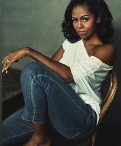 Our beautiful Former First Lady--Michelle Obama Rihanna, Beyonce, Michelle Obama Fashion, Michelle And Barack Obama, Barack Obama Family, Obamas Family, Mode Costume, First Black President, Black Presidents