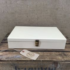 Vintage Cream Leather Display Case - Vintage Wooden Jewellery Box - Vintage Cream Vanity Storage Box - Window Shop Display - Photo Prop - follow me @anthileoni