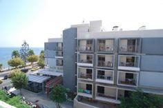 Citi hotel modern en door de drukke weg en je balkon aan die weg, 's nachts een beetje luidruchtig (2011)