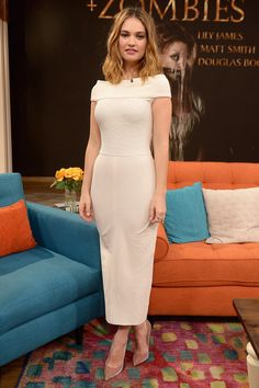 Lily James wore an Atea Oceanie dress and nude pumps to film an appearance on US television show Despierta América on January 19, 2016