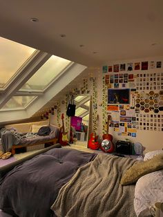 Chill Room, Cozy Room, Room Design Bedroom, Room Ideas Bedroom, Bedroom Inspo, Indie Bedroom, Edgy Bedroom, Grunge Bedroom, Retro Room