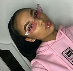 """The """"Haute"""" shades will be available in 5 colors! Instagram Baddie, Pretty People, Beautiful People, Lunette Style, Fashion Eye Glasses, Cute Glasses, Look Fashion, Trendy Fashion, Fashion Trends"""