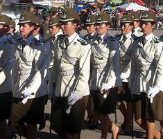 400px-Mujeres-Carabineros-Chile.JPG (400×342)